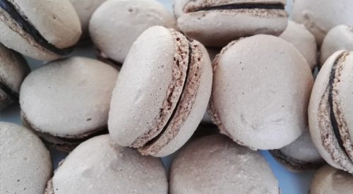 Makaroniki z kawowo-czekoladowym nadzieniem