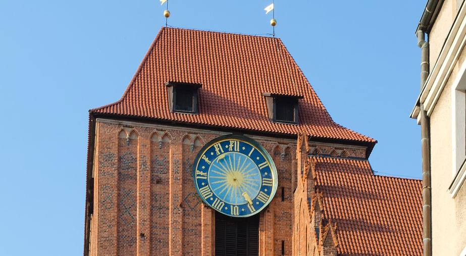 Dlaczego zegar na Toruńskiej wieży ma tylko jedną wskazówkę?