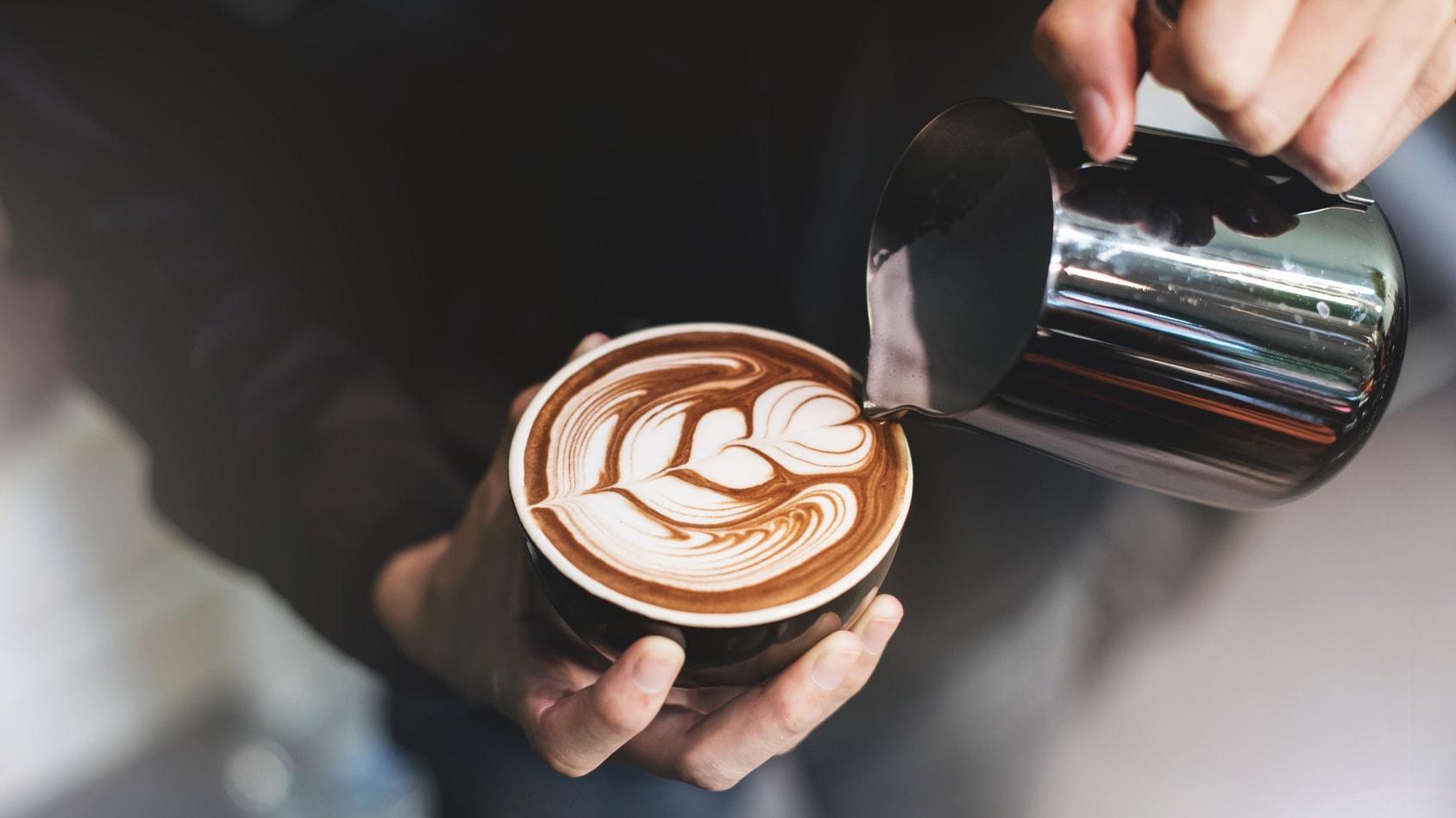 Alternatywne metody parzenia kawy – w Twoim domu!
